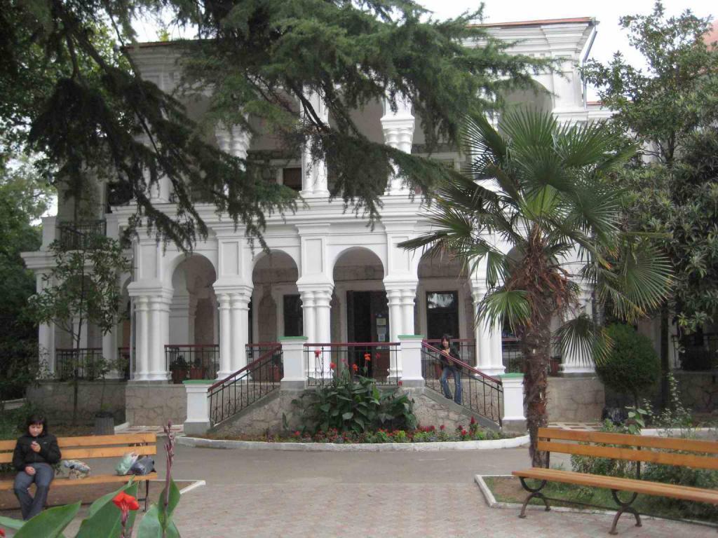 Дворец пионеров в Алуште (именее купца Стахеева Н.Д.)