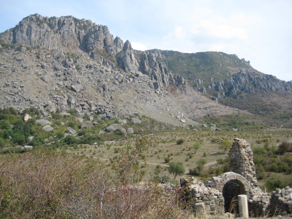 гора Димерджи и крепость Фуна
