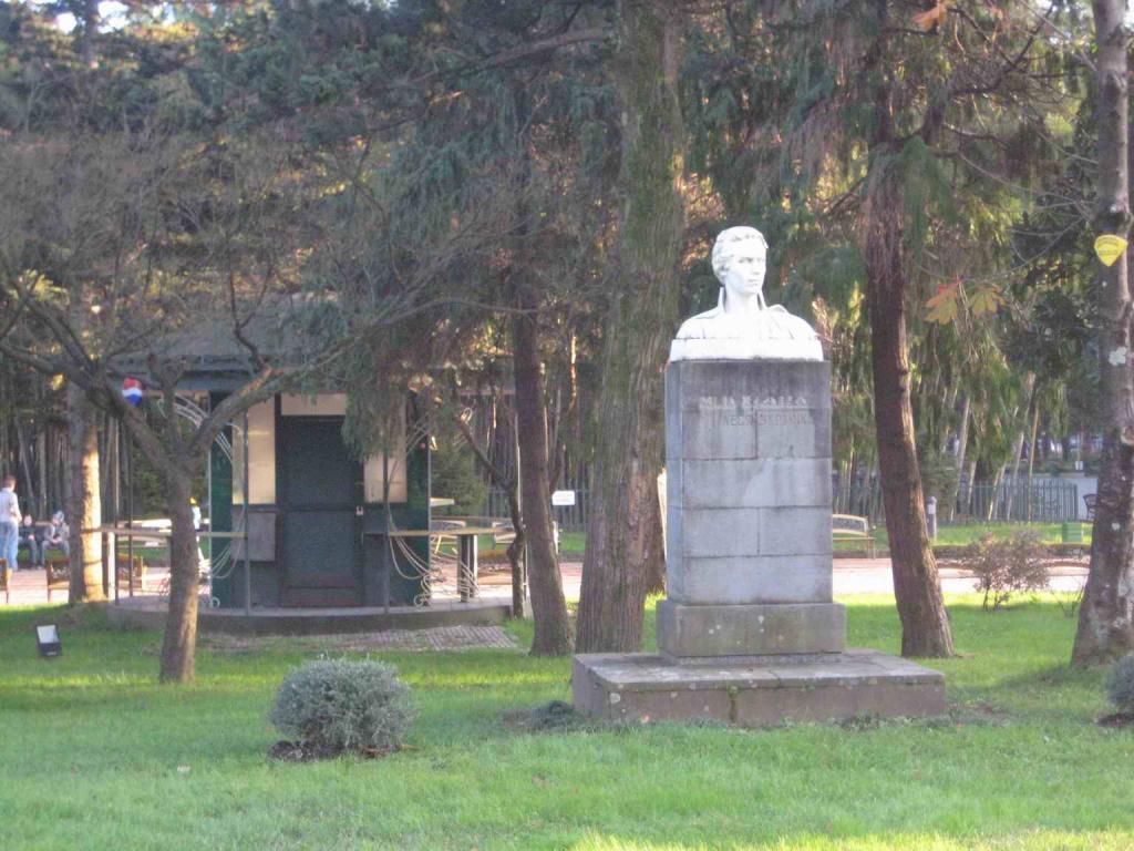 Памятник Леси Украинки в Батуми