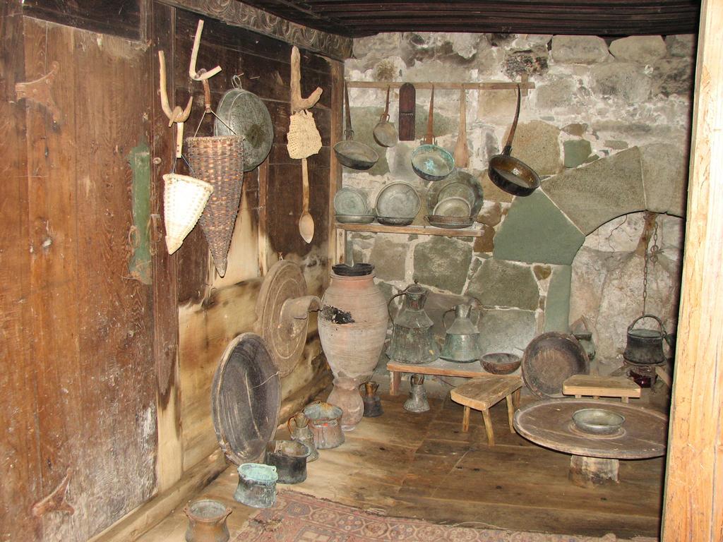 Древнее жилище жителя Мачахельского ущелья
