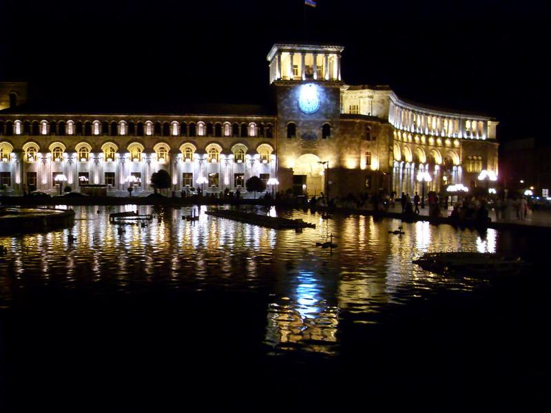 Площадь Республики в центре Еревана.