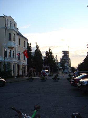 ул.Ниношвили. Турецкое посольство сюда перенесли со Сталина.