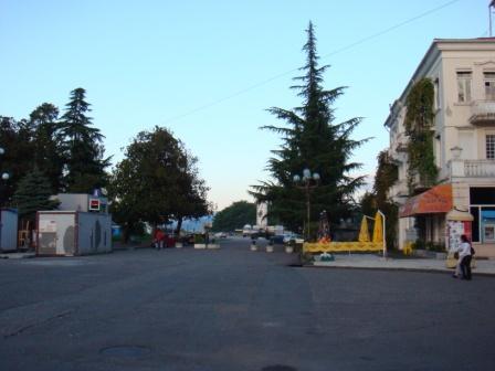 начало Ниношвили, где раньше стояла Медея и стадион.
