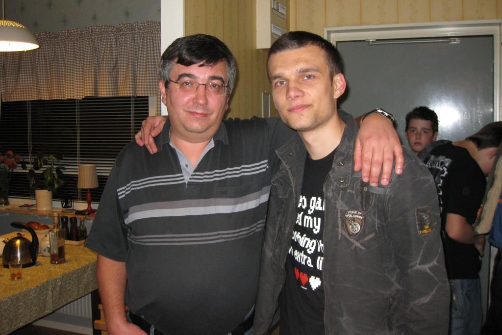 Я со старшим сыном Славкой