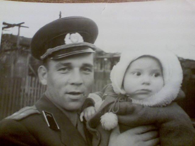 я ищу Гурьева Анатолия. Это он с дочкой