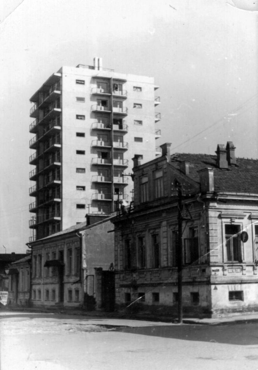 На углу б.улиц Церетели и Либкнехта,1968г.