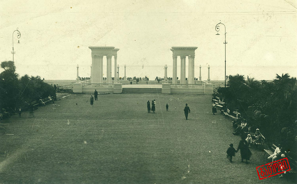 Батумъ Батуми , Колонада на бульваре 30-е годы