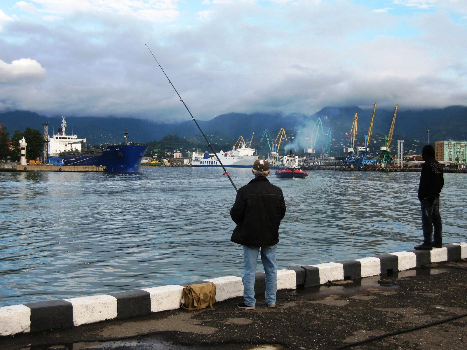 IMG 7478       Рыболовы-любители (снимал в октябре 2010 года).