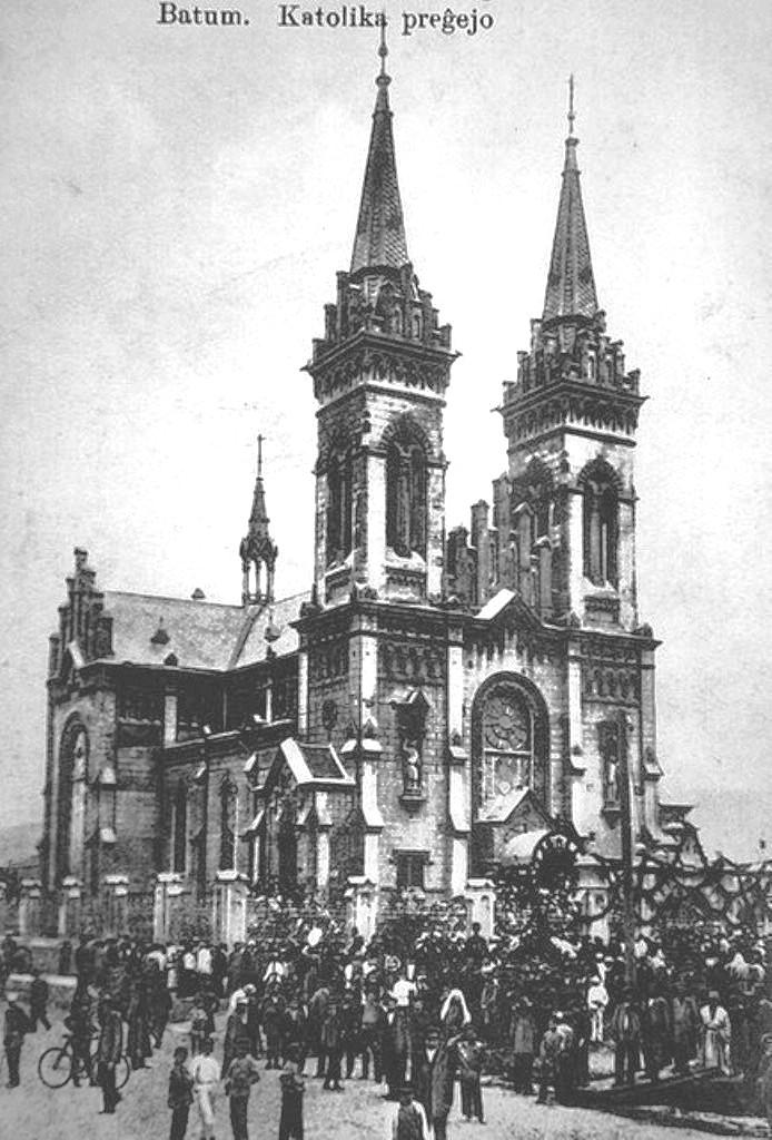 4056254581 366b0e5e1a Z       Батумъ.Католический собор.Начало ХХ-го века.